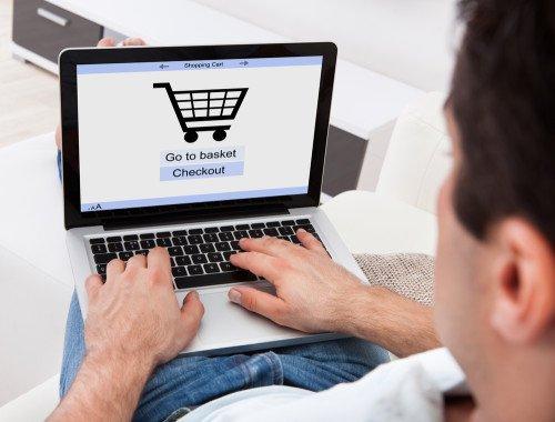 Einkaufen über Online-Shops wird immer beliebter. Bildquelle: Andrey_Popov – 170648552 / Shutterstock.com