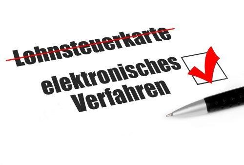 symbolbild elektronisches verfahren versus lohnsteuerkarte