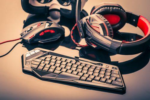 Gaming-Tastatur und -Maus