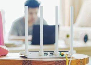 Die Firewall im Router blockiert Zugriffe von außen auf nicht freigegebene Ports