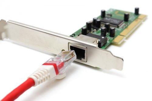 Standardmäßig verfügen Netzwerkkarten über einen einzelnen RJ45-Anschluss.