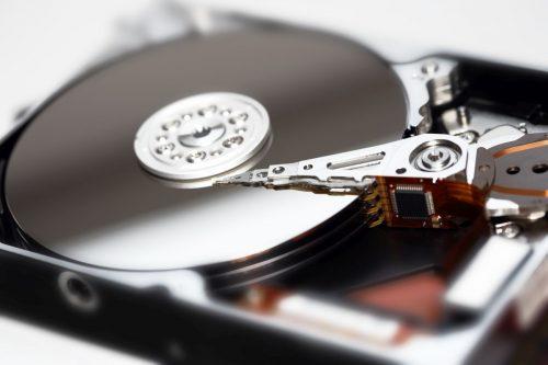 Auf der Festplatte werden alle Bilder, Programme und Dokumente gespeichert.