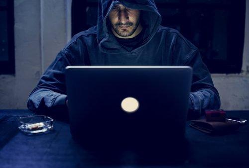 Hacker vor PC