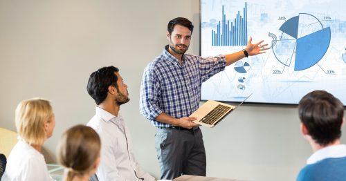 Präsentieren Sie immer mit dem Gesicht zum Publikum, um Ihre Zuhörer in den Vortrag mit einzubeziehen.