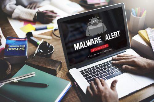 Malware Alarm auf Laptop