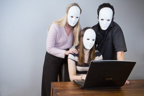 Familie anonym im Internet