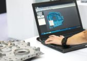 Arbeit mit SLDPRT 3D-Modell am Laptop