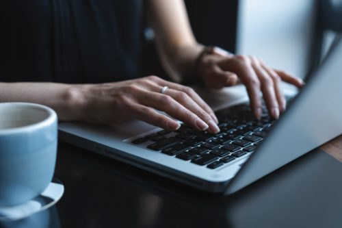 Laptop-Tastatur verstellt