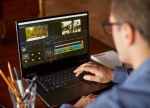 Videobearbeitung am Laptop