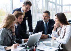 Consultant im Meeting im Kunden