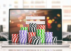 Sicheres Online-Casino: Chips auf Notebook