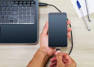 Handy Akku lädt nicht mehr: Handy am PC laden