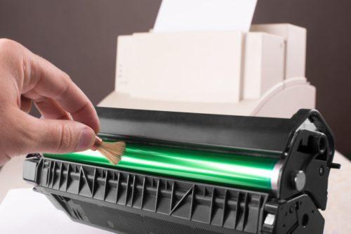 Drucker druckt Streifen -Bildtrommel reinigen