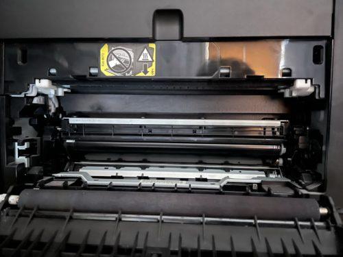 Fixiereinheit prüfen, wenn Drucker streifig druckt.