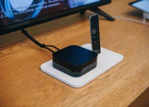 Chromecast Alternative Apple-TV vor einem Fernseher